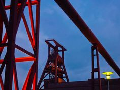 https://flic.kr/p/doEt9r | Zeche Zollverein in Essen, Germany (UNESCO WHS) |  Buy this photo on Getty Images : Getty Images  Zollverein Coal Mine Industrial Complex  wikipedia (  en.wikipedia.org/wiki/Zollverein_Coal_Mine_Industrial_Com...  )   :  The Zollverein Coal Mine Industrial Complex (German : Zeche Zollverein) is a large former industrial site in the city of Essen, North Rhine-Westphalia, Germany. It has been inscribed into the UNESCO list of World Heritage Sites since December 14…