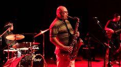 """Vinícius Dorin e Quarteto Dedo de Prosa - """"Equinox"""" (John Coltrane) Show memorável com Vinícius Dorin em Joinville - SC. Gravado ao vivo no Teatro do SESC Joinville em 20/09/2012. Quarteto Dedo de Prosa é: Gledison Zabote - Saxofones Judson Teixeira - Guitarra Semi-acústica Michel Falcão - Baixo Cadu Floriani - Bateria Participação especial: Vinícius Dorin (Saxofones)"""