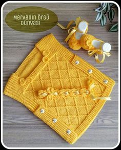 Diy Crafts - I'd Like To Buy The Pattern - maallure Knitting For Kids, Baby Knitting Patterns, Knitting Designs, Girls Poncho, Knit Baby Sweaters, Crochet Baby, Knit Crochet, Girl Dress Patterns, Baby Vest