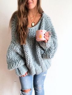 Knitting Pattern for Winter Blues Pullover Sweater - Oversized long sleeved swea. Knitting Pattern for Winter Blues Pullover Sweater - Oversized long sleeved sweater knit with jumbo yarn. Sweater Weather, Jumper Patterns, Easy Sweater Knitting Patterns, Knit Patterns, Vogue Knitting, Knitting Blogs, Free Knitting, Looks Style, Business Casual