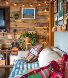 There are numerous ways to make your home interior design look more interesting, one of them is using cabin style design. With this inspiring gallery you can make fantastic cabin style in your home. Cozy Cabin, Cozy House, Living Room Decor, Living Spaces, Living Rooms, Living Room Cabin, Studio Living, Sweet Home, Retro Home Decor