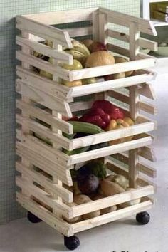 But waste half your life keeping things tidy? Cool crate for fresh experiences with masses of fruit. If required, the Fruits rack can even demonstrate its acrobatic talents. Kitchen Vegetable Storage, Vegetable Rack, Diy Kitchen Storage, Pantry Storage, Kitchen Baskets, Kitchen Rack, Wooden Food, Wooden Kitchen, Wooden Pantry