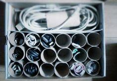 Organizador de cables con tubos de cartón de papel higiénico...