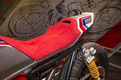 Honda unveils the Honda TR Concept bike at the EICMA show in Milan, Italy. Motorcycle Workshop, Motorcycle Seats, Cafe Racer Motorcycle, Bike Seat, Motorcycle Design, Bike Design, Honda Cb1100, Honda Cbx, Honda Scrambler