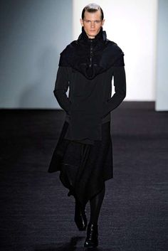 xandrogynous-king-arthur-fashions-designer-rad-hourani-shows-2011-fall-rad-l.jpeg.pagespeed.ic.-iPjZnhqwn.jpg 499×748 píxeles
