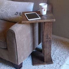 Diy Wood Projects Discover Sofa Chair Arm Rest Table Stand with Storage Pocket for Magazines Remotes Sofa Chair Arm Rest Tray Table Stand II Arm Rest Table, Sofa Arm Table, Sofa Chair, Armchair Table, Upholstered Chairs, Palet Chair, Sofa Tables, Diy Chair, Diy Wood Projects