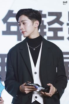 on pic Guan Lin, Lai Guanlin, Dream Boy, I Miss Him, Kpop, Beautiful Boys, First Love, Singer, Actors