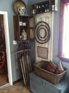 Primitive/antique decor