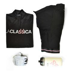 Un po' di trucco, qualche accessorio e un'occhiata allo specchio per essere perfette anche sui pedali.  Scopri il tuo outfit preferito su www.laclassica.com