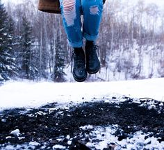 Outside is freezing so it's important to wear appropriate outwear and warm winter snow boots. Good Snow Boots, Winter Snow Boots, South Korea Travel, Photo Dimensions, Distressed Denim Jeans, Winter Is Coming, Fashion Days, Free Stock Photos, Stuff To Buy
