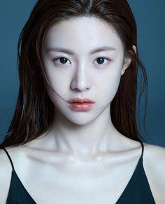 Look into her eyes Uzzlang Girl, Girl Face, Woman Face, Korean Beauty Girls, Asian Beauty, Japanese Beauty, Korean Girl, Cute Makeup, Makeup Looks