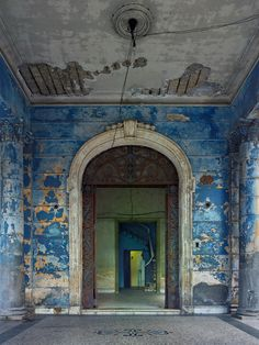 Photographs of Havana, Cuba Abandoned Buildings, Abandoned Places, Havana House, Cuban Decor, Tampa Museum Of Art, Distressed Walls, Tadelakt, Vintage Interiors, Cabana