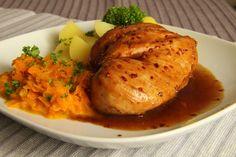 Nejprve připravíme marinádu na maso, vyšleháme sójovku s medem a octem, rozdrtíme česnek a nastrouháme najemno zázvor, přisypeme chilli.Maso... Baked Potato, Food And Drink, Turkey, Menu, Potatoes, Chicken, Baking, Ethnic Recipes, Dinners