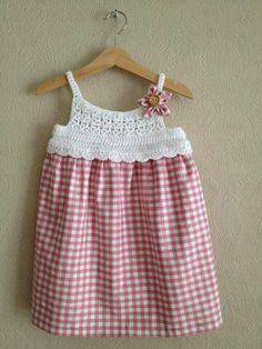 Risultati immagini per vestidos bebe niña tela crochet Crochet Yoke, Crochet Fabric, Crochet Girls, Crochet Baby Clothes, Crochet For Kids, Crochet Dresses, Little Girl Dresses, Girls Dresses, Summer Dresses