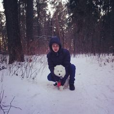 #North #cutiepuppy with my husband  #winter #snow #wood #happy #samoyed #pets_selfie