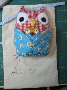 https://flic.kr/p/9ETvBe | regalino per Alice: gufi | il sacchetto ricamato fa da confezione al regalino