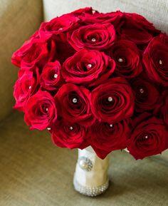 Biedermeierstrauß, rote Rosen, klassischer Brautstrauß für jede Jahreszeit