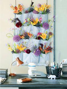 allemaal verschillende bloemen in verschillende vakjes.