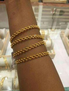 or extension bracelet Gold Bangles Design, Gold Earrings Designs, Gold Jewellery Design, Gold Wedding Jewelry, Gold Jewelry Simple, Bangle Bracelets, Bracelet Or, Interiordesign, Kitchen Remodel