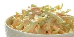 Craigs coleslaw oppskrift -- www. Dinner Side Dishes, Dinner Sides, I Love Food, Good Food, Vegetarian Recipes, Cooking Recipes, Norwegian Food, Coleslaw, Pulled Pork