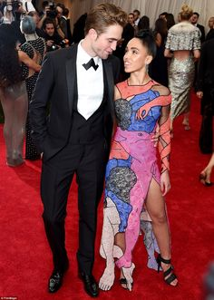 "FKA twigs (L) and Robert Pattinson attends the ""China: Through The Looking Glass"" Costume Institute Benefit Gala at the Metropolitan Museum of Art on May 2015 in New York City. (Photo by Jamie McCarthy/FilmMagic) Celebrity Couples, Celebrity Style, Celebrity Women, Robert Pattinson Fka Twigs, Kim Kadashian, Harry Potter, Love Is, Costume Institute, Celebs"