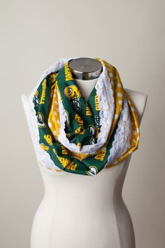 The perfect accessory to help show off your love for your football team! One side is team logo fabric and the back is contrasting polka dot or Packers Funny, Packers Gear, Packers Baby, Packers Football, Green Bay Packers, Football Team, Go Pack Go, Scarf Styles, Green And Gold