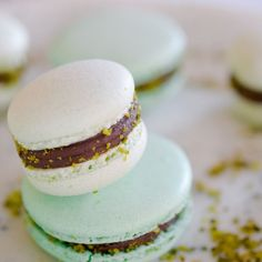Chocolate pistachio macaroons with flange- Macarons pistache chocolat avec collerette almond powder, sugar, egg white, icing sugar, … - How To Make Pastry, Vegan Pastries, Macarons, Shortcrust Pastry, Pastry Shop, Pastry Cake, Pastry Recipes, French Food, Pistachio