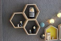 DIY-Idee: Design-Waben-Regal aus Eisstäbchen