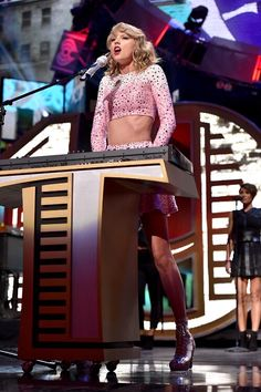 """Taylor Swift performs """"Love Story"""" at the 2014 iHeartRadio Music Festival in Las Vegas, Nevada on September Taylor Swift Hot, Swift 3, Swift Photo, Swift Facts, Taylor Swift Pictures, Look At You, Her Music, Country Music, Role Models"""