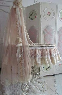 Gorgeous for the nursery -Silk Moses Basket with Stand. Baby Baby, Baby Love, Baby Bassinet, Baby Cribs, Vintage Shabby Chic, Shabby Chic Decor, Girl Nursery, Royal Nursery, Nursery Crib