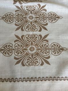 Biscornu Cross Stitch, Cross Stitch Tree, Cross Stitch Borders, Cross Stitch Flowers, Cross Stitch Designs, Cross Stitching, Cross Stitch Embroidery, Cross Stitch Patterns, Hand Embroidery Design Patterns