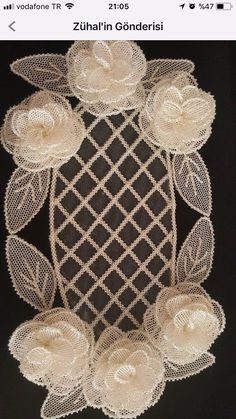 Diy Crafts - This post was discovered by Nu Paper Flowers Craft, Flower Crafts, Crochet Flower Tutorial, Crochet Flowers, Burlap Crafts, Diy Crafts, Cake Stand With Dome, Cream Earrings, Free To Use Images