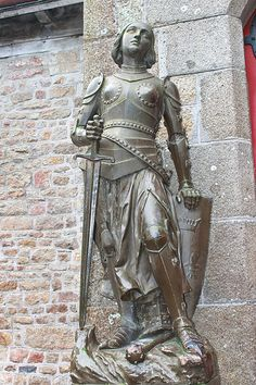 En güzel dekorasyon paylaşımları için Kadinika.com #kadinika #dekorasyon #decoration #woman #women Statue of Joan of  Arc in the abbey of Mont Saint Michel. Normandy France