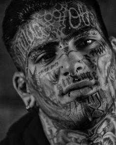 Facial Tattoos, Head Tattoos, Kopf Tattoo, Selfies, Gangster Tattoos, World Of Darkness, Boy Face, Body Mods, Aesthetic Girl