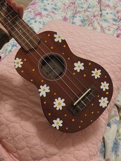 Arte Do Ukulele, Ukulele Songs, Ukulele Chords, Music Guitar, Violin, Guitar Art Diy, Guitar Painting, Ukelele Painted, Ukulele Design
