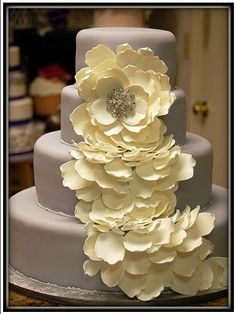 Gorgeous Fondant Cake - by Creative Cakes by Donna