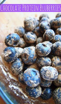 Take vegan/gluten free chocolate protein powder, and sprinkle it over freshly-washed blueberries. It's a healthy snack that is high in protein, antioxidants and fiber. Chocolate Protein Powder, Chocolate Cake Mixes, High Protein Snacks, Protein Foods, Post Workout Snacks, Peanuts, Healthy Treats, Healthy Eating, Nutella