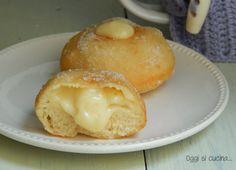 I krapfen alla ricotta ripieni di crema pasticcera sono dei dolcetti lievitati da friggere. Per colazione o merenda, una vera bontà.