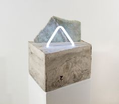 Check out these cement sculptures by Esther Ruiz. I am attracted to the combination of materials & colours that she has chosen to construct each individual piece. Concrete, Neon, Plexiglas, Marble & even Agate stone!