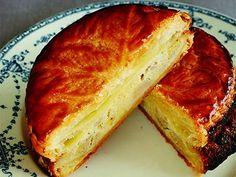 いがらし ろみ さんのバナナを使った「バナナパイ」。葉っぱの模様をつけたサクサクのパイの中に、バナナ入りのアーモンドクリームがぎっしり入っています。 NHK「きょうの料理」で放送された料理レシピや献立が満載。