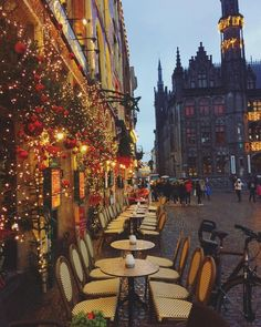 Christmas in the fairytale town of Bruges, Belgium : travel Bruges Christmas, Christmas In Europe, Christmas Town, Christmas Travel, Lanai Island, Island Beach, Places To Travel, Places To See, Travel Destinations