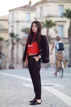 Blazer et pantalon noir Icode T-shirt Adidas Mules mocassins H&M Lunettes de vue aviateur Pièces Look tendance blog mode automne 2016