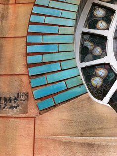 Détail de la Maison Huot à Nancy. Architecte Emile André Vitraux de Jacques Gruber  www.lesvisitesdelucie.com - les visites de Lucie - visites guidées à Nancy - visiter Nancy à pied - tourisme - balades pédestres - art nouveau - école de nancy - architectures - maisons - villas - visite privée - découvrir