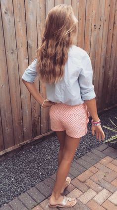 light wash denim top with red patterned shorts Preppy Girl, Preppy Style, Preppy Outfits, Cute Outfits, Preppy Fashion, Spring Summer Fashion, Spring Outfits, Spring Style, Looks Style