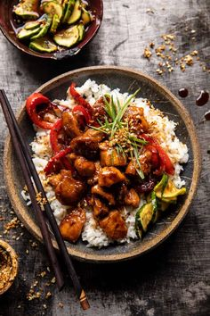 Weeknight Sesame Teriyaki Chicken with Ginger Rice...saucy, sweet, tangy and mostly healthy...all made in one pan without the use of an oven! Asian Recipes, Healthy Recipes, Comida India, Half Baked Harvest, Chicken Recipes, Beef Recipes, Recipe Chicken, Sausage Recipes, Recipies