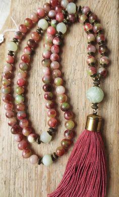 Charm- & Bettelketten - Mala Kette 108 Jade Perlen Quaste grün-bordeaux - ein Designerstück von weibsbild bei DaWanda