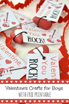 Valentines craft for boys. Free printable Valentines Day Cards. Boys Valentines Ideas.