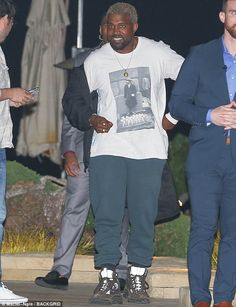 Kanye West wearing No Vacancy Inn David Hammons Tribute Set For NYFW, Yeezy Yellow Gold , Yeezy Season 6 Desert Rat Boots Kanye West Outfits, Kanye West Style, Tomboy Fashion, Mens Fashion, Street Fashion, Yeezy Season 6, Season 3, Yeezy Boots, Best Dressed Man