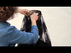 """Great """"how to place a Spanish mantilla"""" video! Hair, makeup, and dressing by… Spanish Fashion, Spanish Style, Spanish Costume, Flapper Hair, Flamenco Costume, Mouth Mask Fashion, Mantilla Veil, Wedding Styles, Beauty Hacks"""