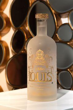 Vodka - Louis 1880 - 24 K - Gold Luxury premium edition Old Maps, Beverages, Drinks, Whiskey Bottle, Christmas Time, Luxury, Bucket, Gifts, Vodka